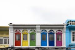 窗口在大厦的门颜色 免版税库存图片