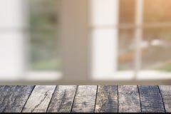 窗口在屋子和木头书桌,产品蒙太奇显示,窗口后面里 图库摄影