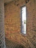 窗口在弯曲的走廊在阿塔拉亚 库存照片