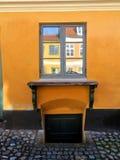 窗口在老丹麦房子里 免版税库存图片