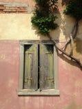 窗口在Burano 免版税库存照片