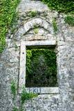 窗口开口在一个老堡垒 图库摄影