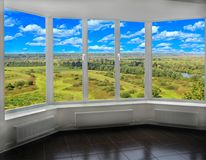 窗口有对夏天风景的看法 免版税图库摄影