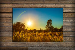 窗口有日落看法  库存图片