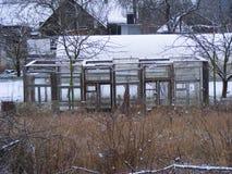 窗口温室在农村风景,从事园艺的有机概念的 温室在村庄贫民窟 农业生态概念 免版税库存照片