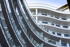 窗口的安排在建筑学的 免版税库存照片