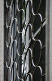 窗口的抽象装饰金属保护,与大孔的热诚的生活 免版税库存照片