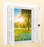 从窗口的日出视图 免版税库存照片