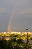 从窗口的看法到工业街道 下雨彩虹 库存图片