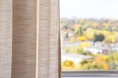 从窗口的看法,秋天 免版税库存照片