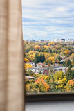 从窗口的看法,秋天 图库摄影