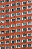 窗口的规则样式在一个现代大厦的 免版税库存照片