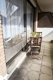 窗口绝缘以铝芯保护房子以防止热波 免版税图库摄影