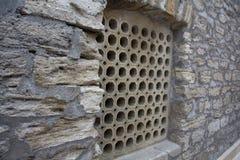 窗口老中东建筑学的格栅设计 免版税图库摄影