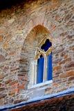 窗口被加强的中世纪教会在Malancrav,特兰西瓦尼亚 免版税图库摄影