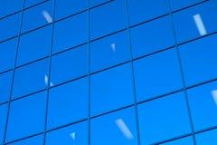 窗口视图办公楼蓝色玻璃摩天大楼 库存照片