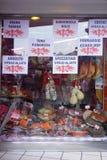 窗口食物立场帕尔马火腿蒜味咸腊肠乳酪 免版税库存照片
