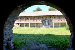 窗口 中世纪宫殿的幻想重建在村庄Racos,特兰西瓦尼亚 免版税库存图片