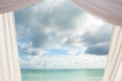 窗帘和天空 库存图片