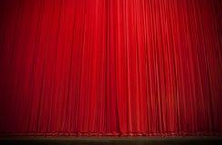 窗帘大红色阶段 库存照片