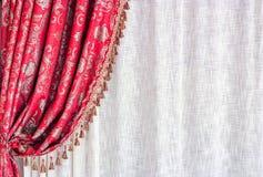 窗帘豪华红色 库存图片