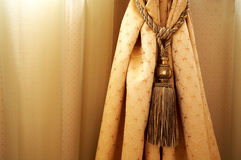 窗帘黄色 库存图片