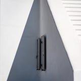 窗帘细节在白色墙壁上的在米科诺斯岛 库存图片