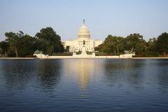 建立与池塘的国会大厦华盛顿特区美国 图库摄影