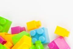 建立五颜六色的块的玩具 库存照片