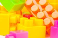 建立五颜六色的块的玩具 图库摄影