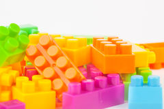 建立五颜六色的块的玩具 免版税库存图片