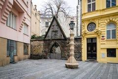 立体主义的灯岗位在布拉格,捷克 库存照片