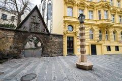立体主义的灯岗位在布拉格,捷克 库存图片