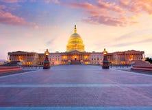 建立华盛顿特区日落美国国会的国会大厦 免版税库存图片