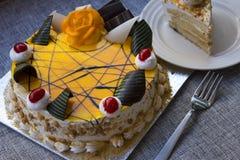 立即可食的奶油硬糖蛋糕 库存图片