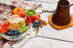 立即可食的格兰诺拉麦片农村样式膳食 库存照片