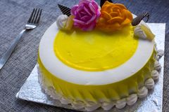 立即可食的香草蛋糕 免版税图库摄影