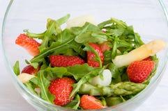 立即可食 概念吃健康 接近的沙拉被射击蔬菜 免版税库存照片