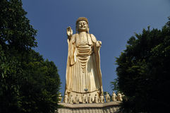 立场金黄菩萨雕象在台湾 图库摄影