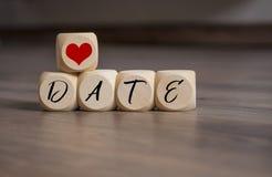 立方体切成小方块与救球日期和爱 免版税库存照片