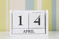 立方体形状日历4月14日 免版税库存图片