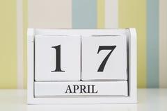 立方体形状日历4月17日 库存图片