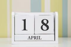 立方体形状日历4月18日 库存图片