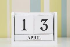 立方体形状日历4月13日 库存照片