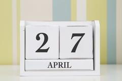 立方体形状日历4月27日 免版税图库摄影