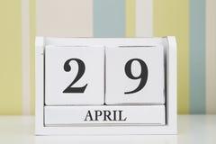 立方体形状日历4月29日 图库摄影
