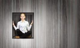 立方体的妇女 免版税库存照片