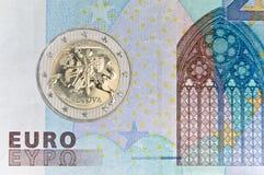 立陶宛人2在钞票的eauro硬币 免版税库存图片