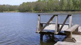 立陶宛的湖 木蓝色码头海运的星期日 影视素材