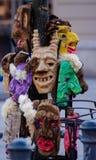 2017-02-25立陶宛,维尔纽斯, Shrovetide,狂欢节的, 2月狂欢节,绿色,灰色面具罪恶面具面具 库存照片